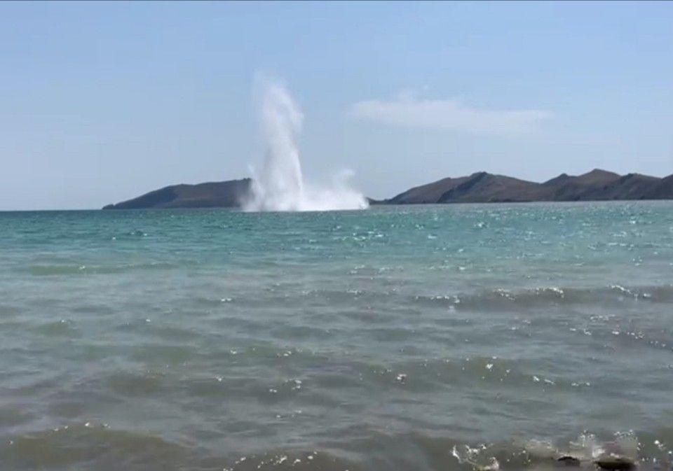 «Огонь!»: Появилось видео уничтожения 2 авиабомб у берегов Крыма