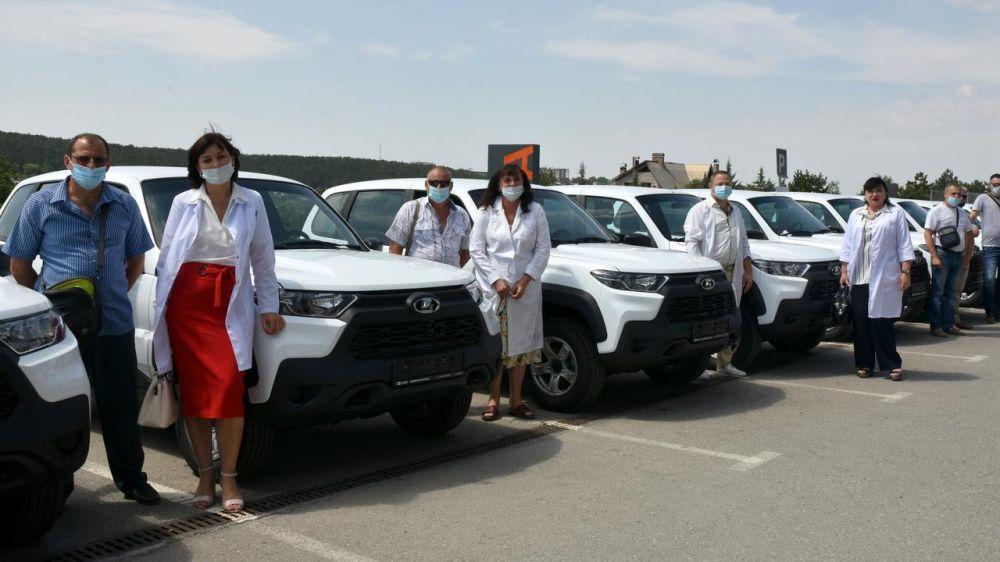 Для больниц Крыма закупили 17 новых автомобилей