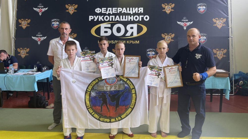 Юные ялтинцы привезли медали с турнира, приуроченного Дню ВДВ