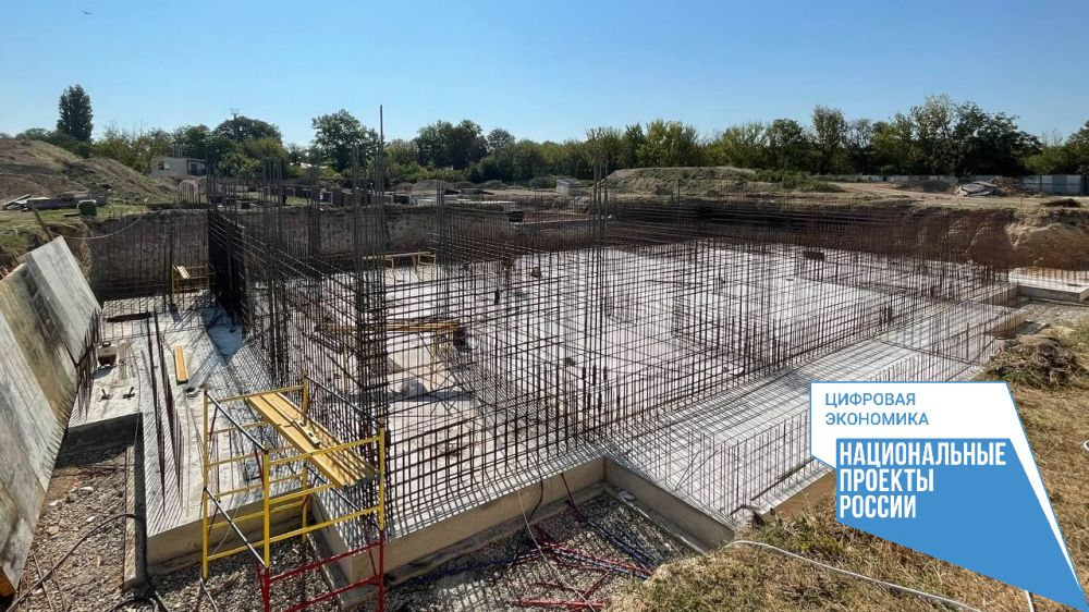 Работы по строительству нового физкультурно-оздоровительного комплекса в с. Перово Симферопольского района идут по графику