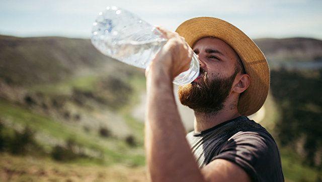 Как правильно пить воду - эндокринолог развенчала основные мифы