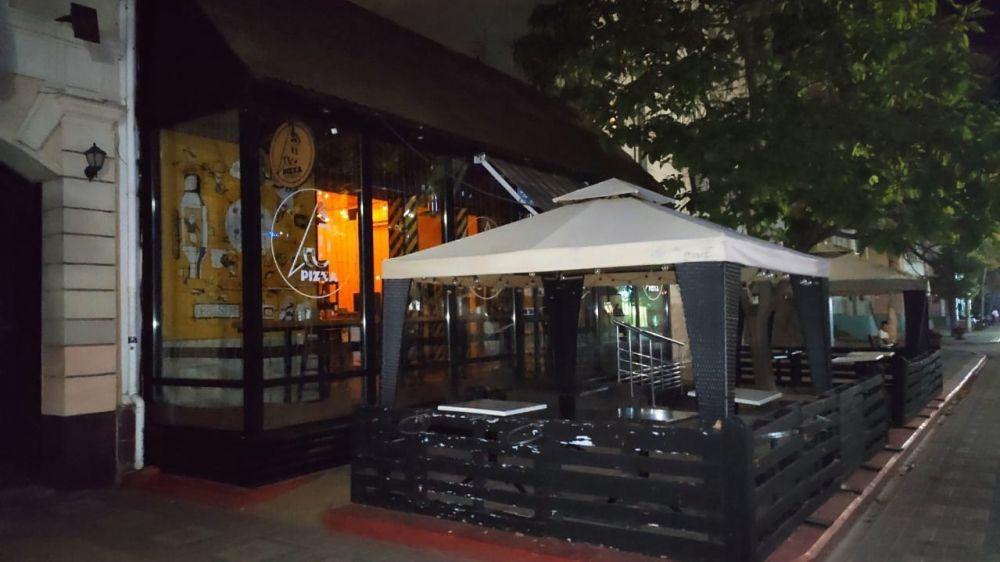 В Керчи контролируют соблюдение кафе и ресторанами ограничений на работу после 23 часов