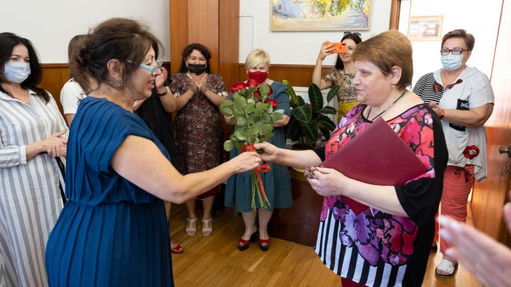 Начальника управления по архивным делам Валентину Жердеву поздравили с юбилеем
