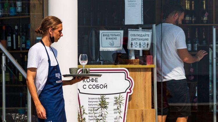 Как в Крыму отличить кафе и рестораны с привитым персоналом