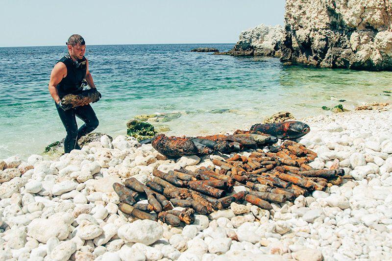 Севастопольские пиротехники подняли со дня бухты Гильзовой еще 247 боеприпасов времен войны