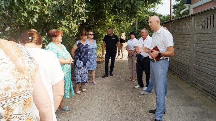Руководители Советского района провели встречу с жителями многоквартирных домов по улице Энергетиков в пгт Советский