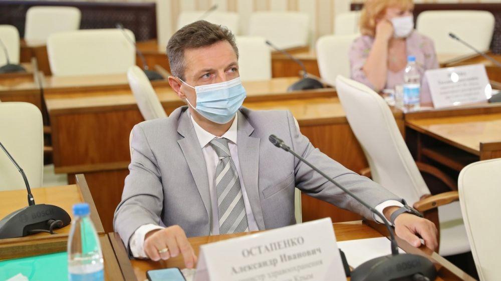 Александр Остапенко: Практика, которую мы видим, показывает высокую эффективность любой из имеющихся в арсенале вакцин