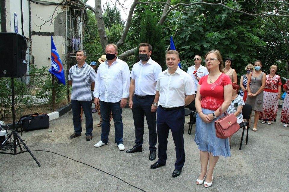 В Ялте открыли мемориальную доску врачу-хирургу Дмитрию Мухину