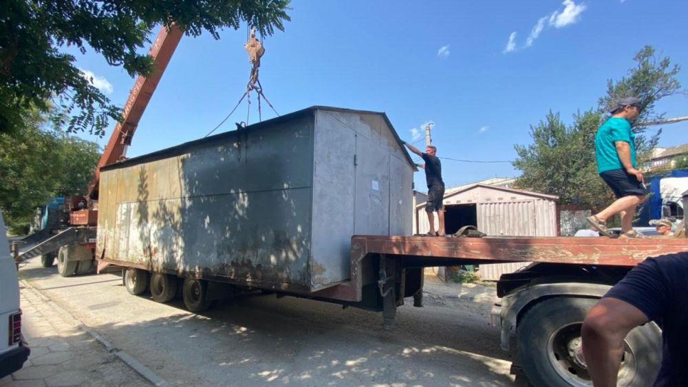 В Феодосии начались работы по демонтажу самовольно установленных объектов