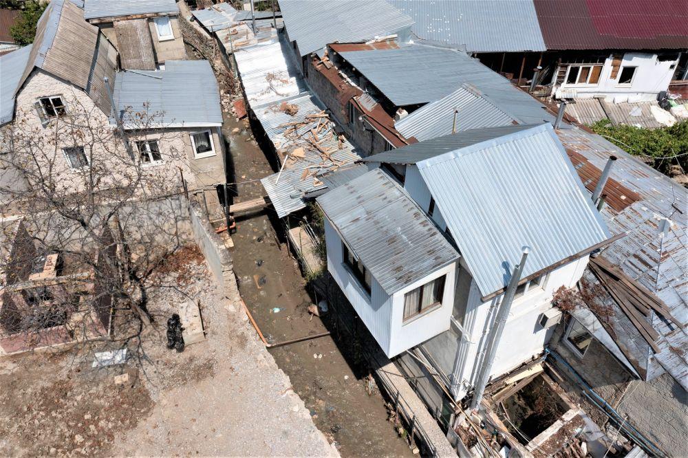 Пострадавшие от потопа дворы в Ялте отремонтируют в следующем году