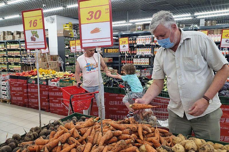Вячеслав Аксенов провел инспекцию продуктового гипермаркета «Безцен»