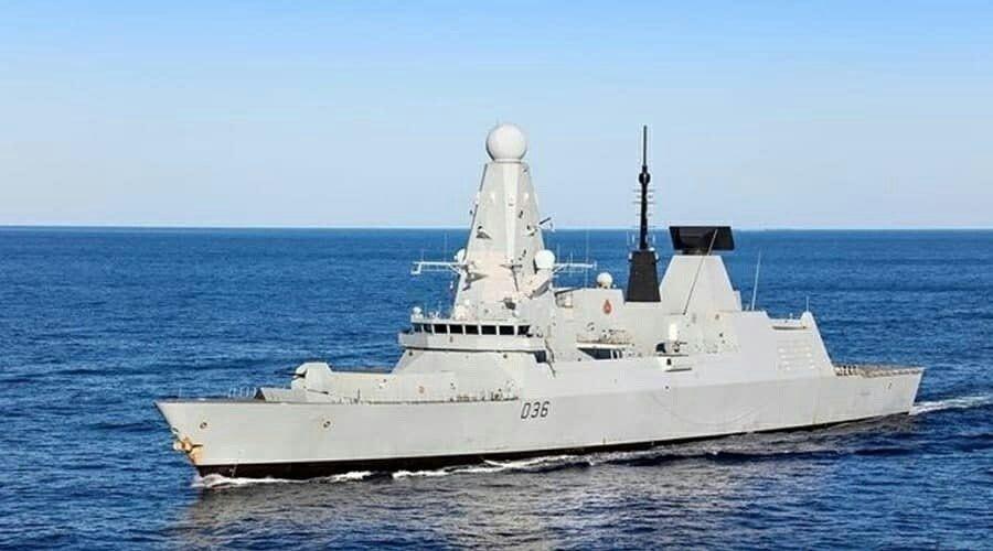 СМИ назвали имя потерявшего документы о провокации эсминца Defender возле Крыма