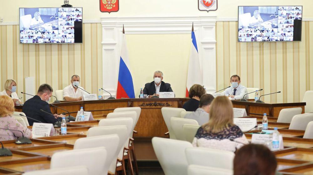 В Ялте на любого медработника нагрузка в разы выше, чем в среднем по Крыму, — Аксёнов