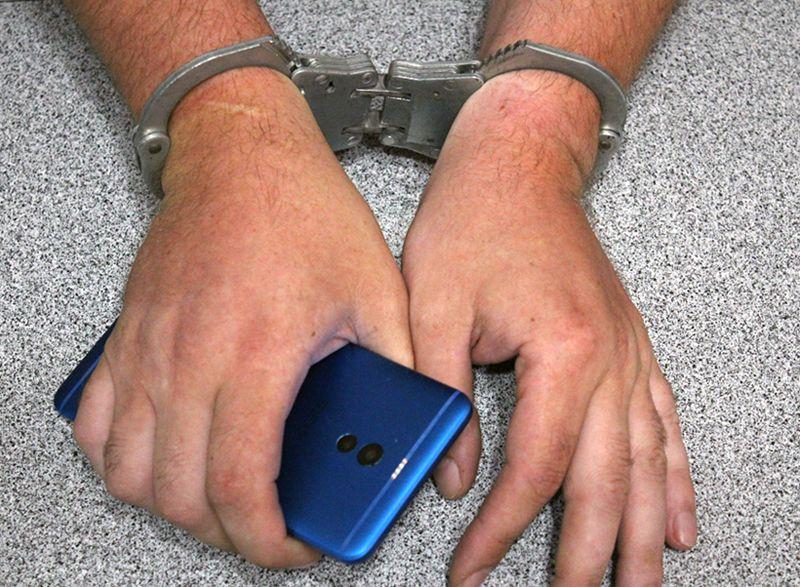 Севастопольский подросток украл в магазине смартфон