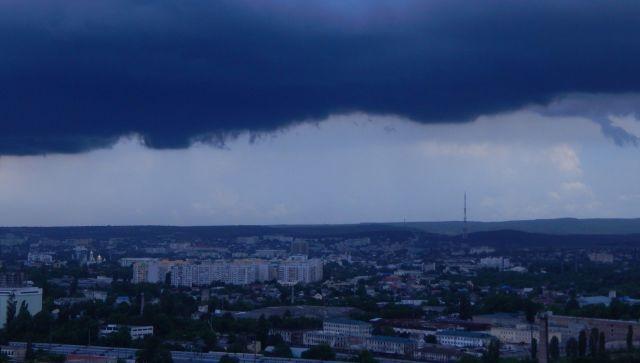 Сильные ливни с градом накроют Крым в ближайшие часы