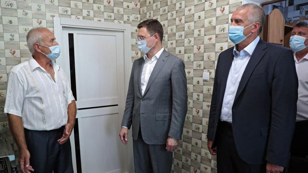 Александр Новак и Сергей Аксёнов приняли участие в торжественном мероприятии по пуску газа в домовладениях Красногвардейского района