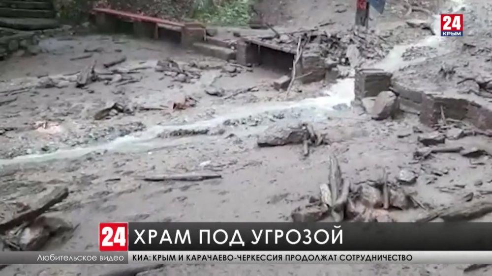 Размытая дорога к храму. На сколько пострадал мужской монастырь в Алуште из-за селевого потока