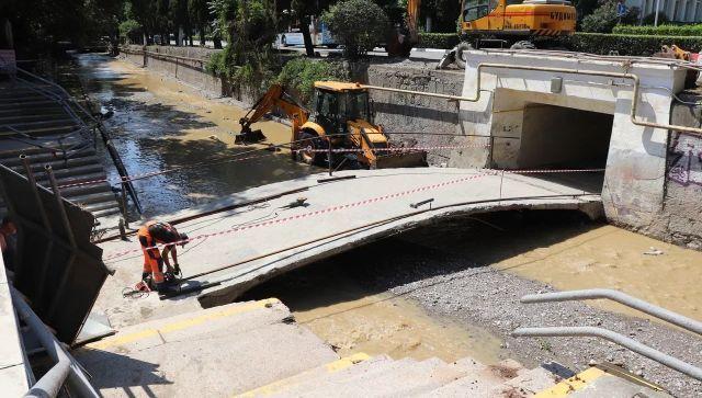 """В Ялте """"раскопали"""" затопленный подземный переход"""