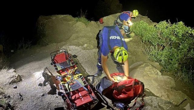 В Крыму девушка провалилась в 15-метровый скальный разлом
