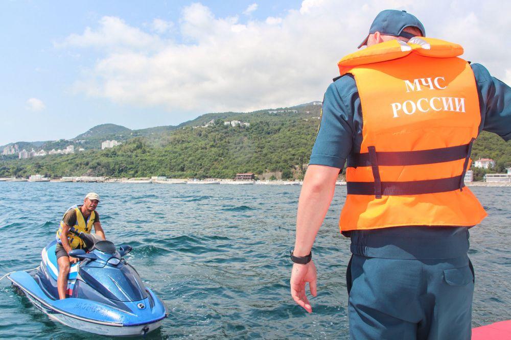 На страже крымских пляжей: МЧС России обеспечивает безопасность отдыха на морском побережье