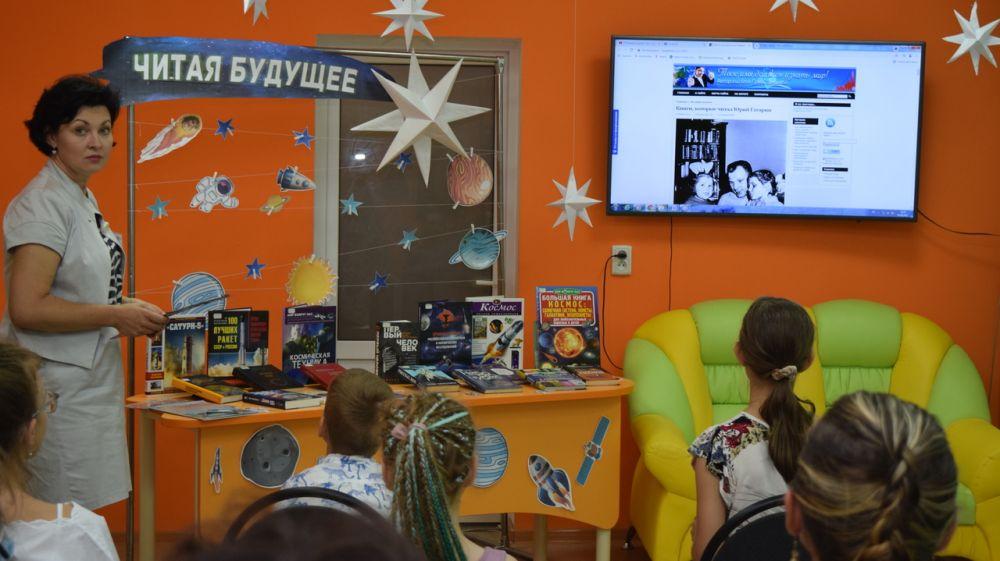 Республиканская библиотека для молодёжи в рамках проекта «Взгляд в будущее» познакомила читателей с историей космонавтики
