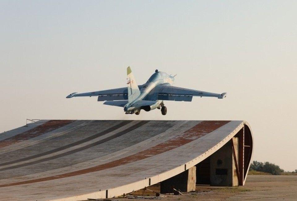 В Крыму проходят учения пилоты палубной авиации Северного флота