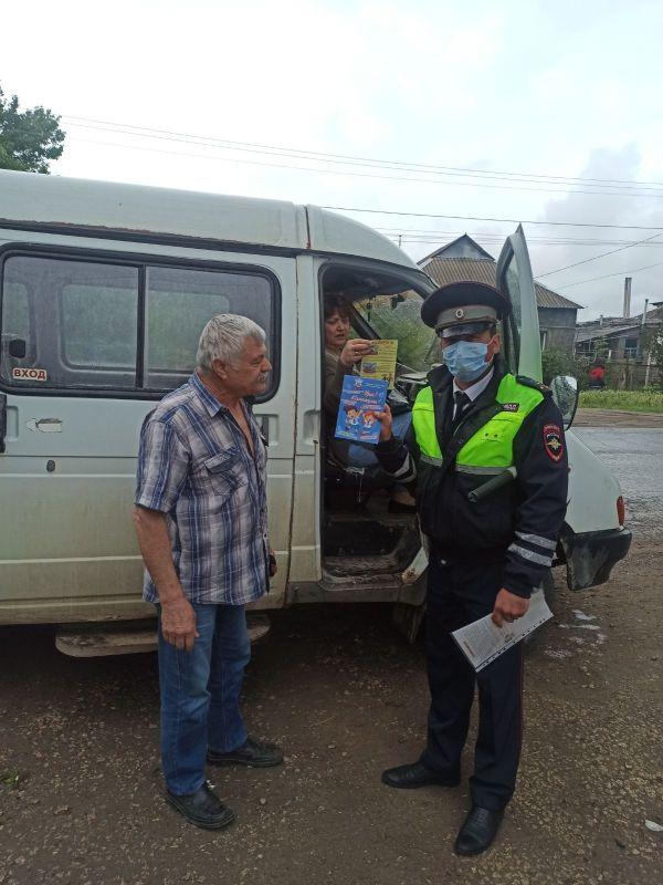 Сотрудники Госавтоинспекции Симферопольского района провели профилактические беседы с участниками дорожного движения