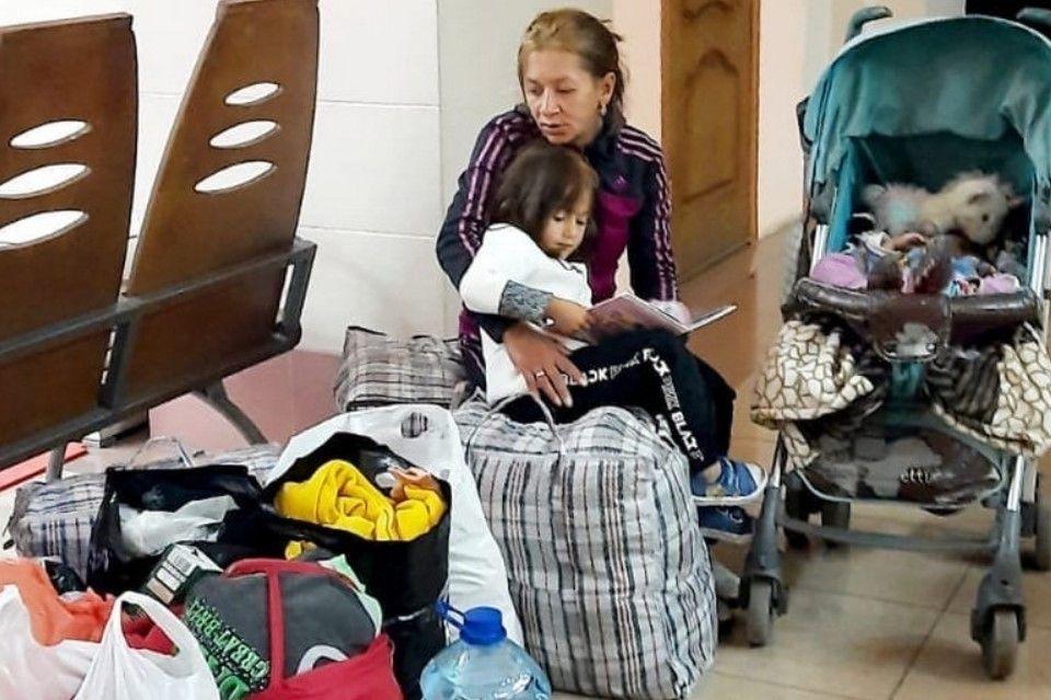 Жители Крыма спасли сбежавшую от мужа наркомана сибирячку с двумя детьми