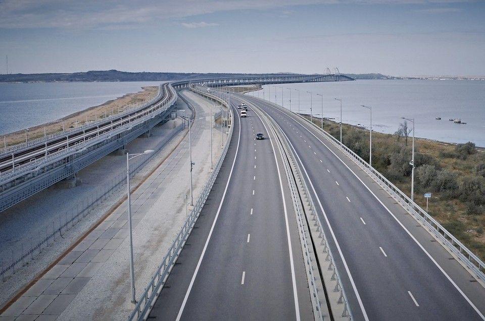 Ночью на Крымском мосту образовалась многокилометровая пробка