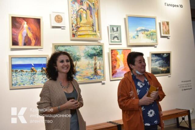 В Симферополе открылась выставка израильской художницы Марины Воропаевой