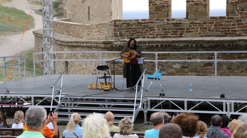 В Музее-заповеднике «Судакская крепость» состоялся сольный концерт певицы, поэта Елены Фроловой