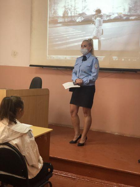 В г. Джанкое сотрудники полиции провели урок правового информирования для учащихся профессионального техникума