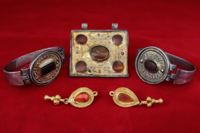 Крымские археологи нашли коллекцию украшений знати аланских племён III века