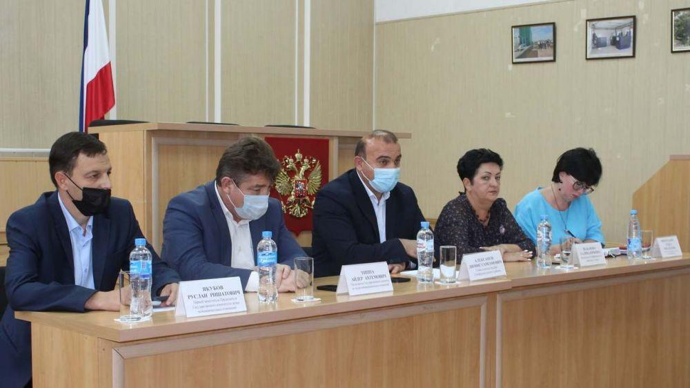 Проведена встреча с представителями депутатского корпуса и активистов сельских поселений из числа крымских татар