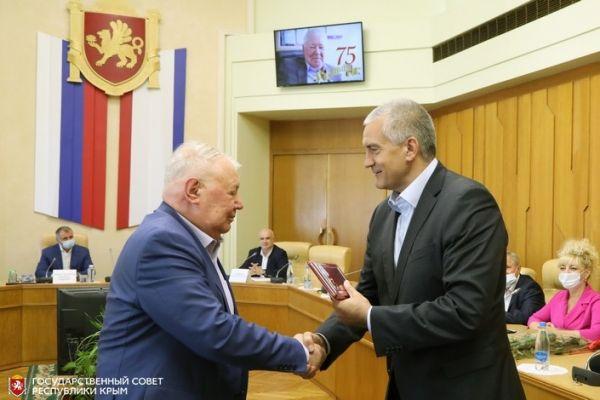 Руководители Крыма поздравили главу Общественной палаты РК Александра Форманчука с 75-летним юбилеем