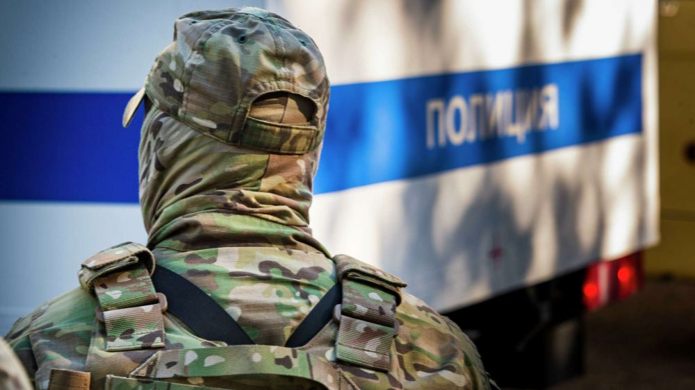 В Крыму нашли крупную наркоплантацию и оружие в лесополосе