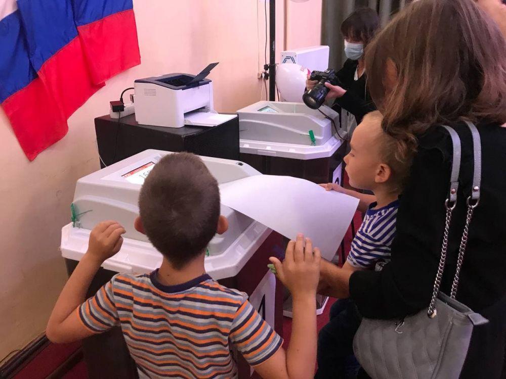 В день выборов Крымстат организовал для детей сотрудников квест