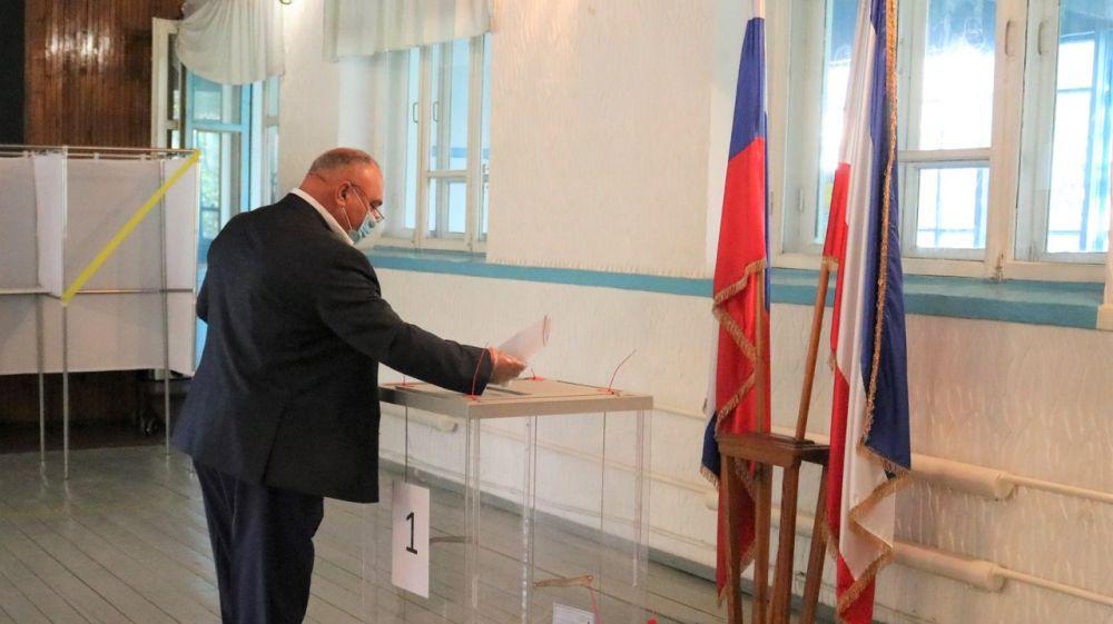 Глава Администрации Красногвардейского района Василий Грабован в числе первых, кто проголосовал на выборах
