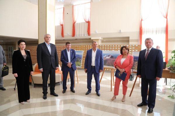 Спикер парламента посетил фотовыставку, посвященную 200-летию независимости Никарагуа