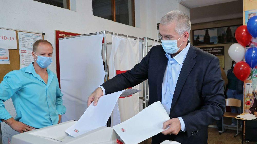 Первые лица Крыма проголосовали на выборах в Госдуму