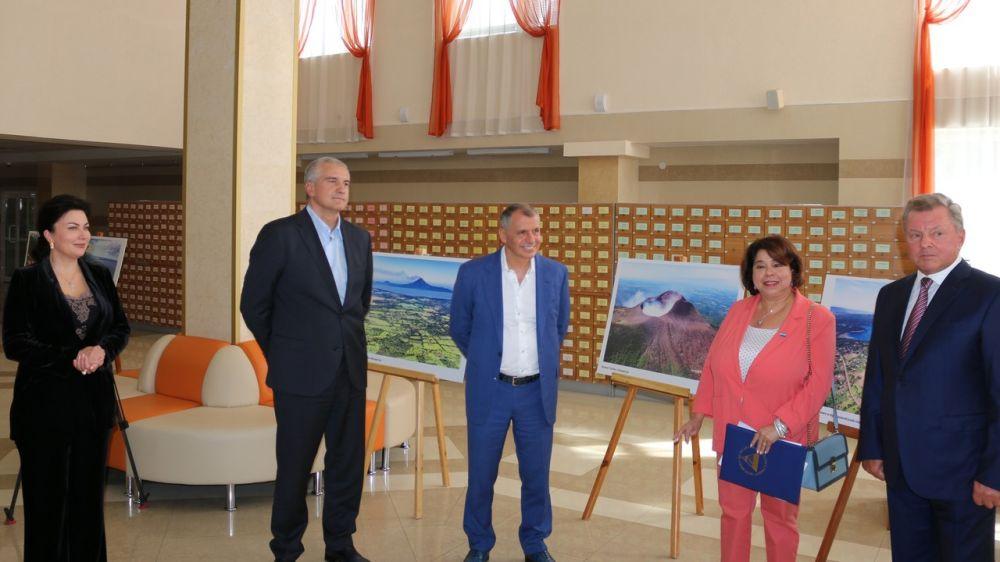Арина Новосельская приняла участие в открытии фотовыставки, посвященной 200-летию независимости Республики Никарагуа