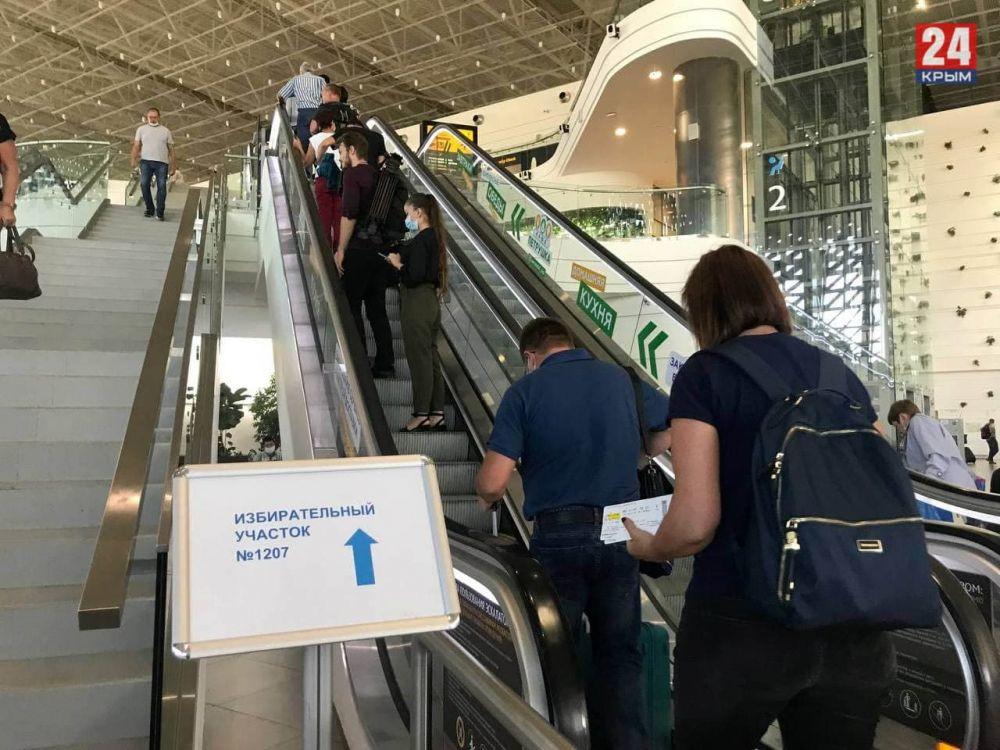 В аэропорту Симферополя работает избирательный участок
