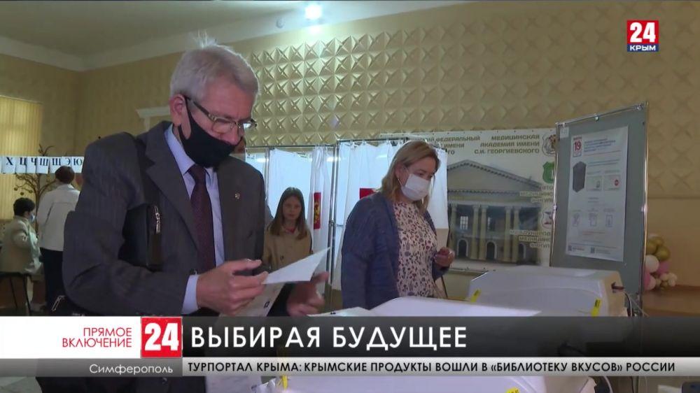 1132 избирательных участка работают в Крыму