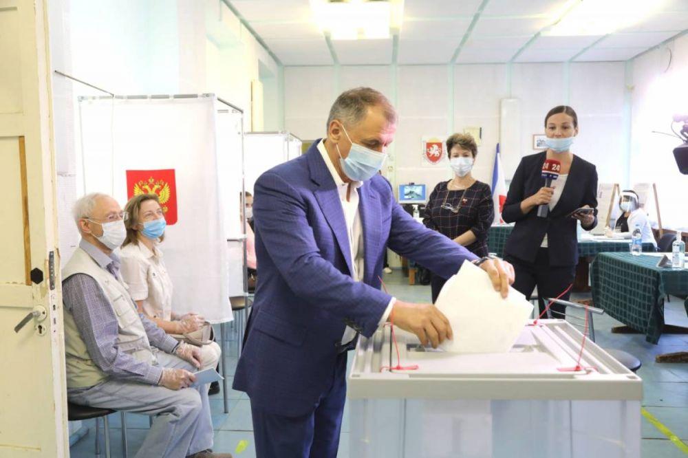 Владимир Константинов проголосовал на выборах депутатов Госдумы РФ