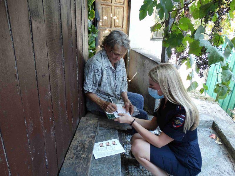 В Ялте полицейские помогли восстановить паспорт пожилой женщине