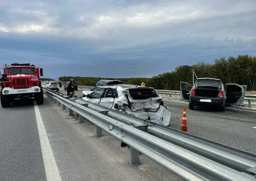 Возле Инкермана столкнулись три автомобиля — есть пострадавшие