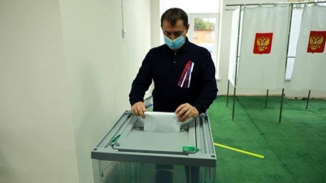 Председатель Совмина Крыма Юрий Гоцанюк голосовал в родном селе