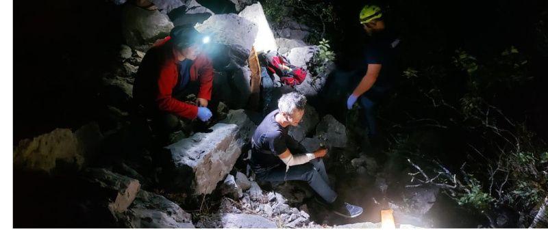 Ночью крымские спасатели эвакуировали упавшего с обрыва туриста