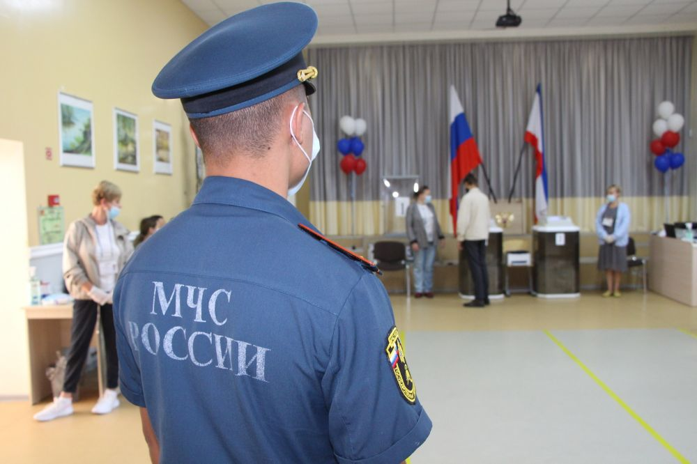 Крымские спасатели обеспечивают безопасность выбoров