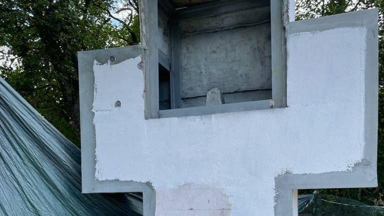 В городе Старый Крым продолжается реставрация памятника на объекте культурного наследия «Братская могила партизан»